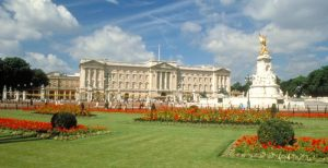 Buckingham_Palace_web